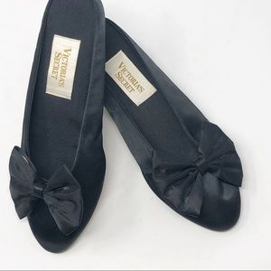 VICTORIA'S SECRET | SLIPPERS black satin with bow